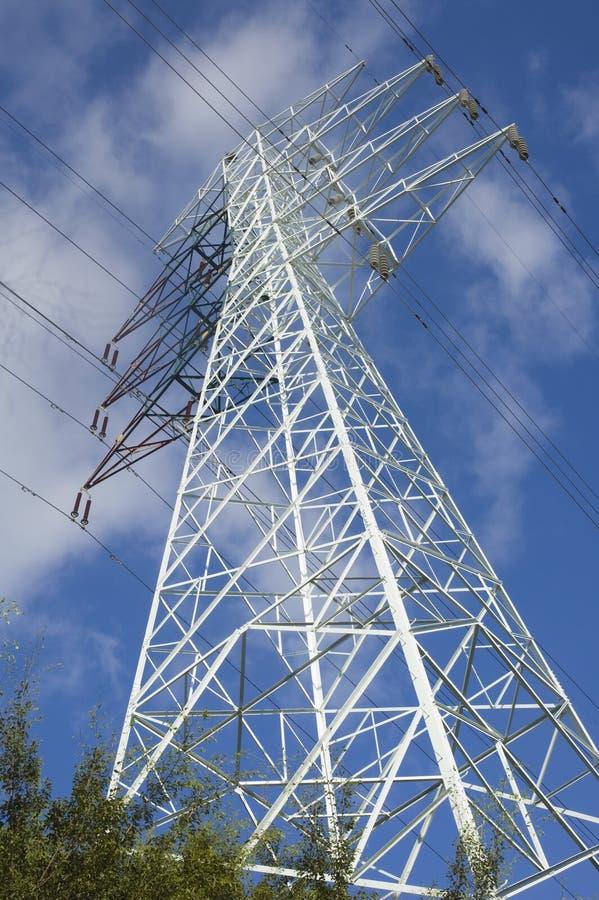 напряжение тока высокой башни кабеля электрическое стоковое фото rf