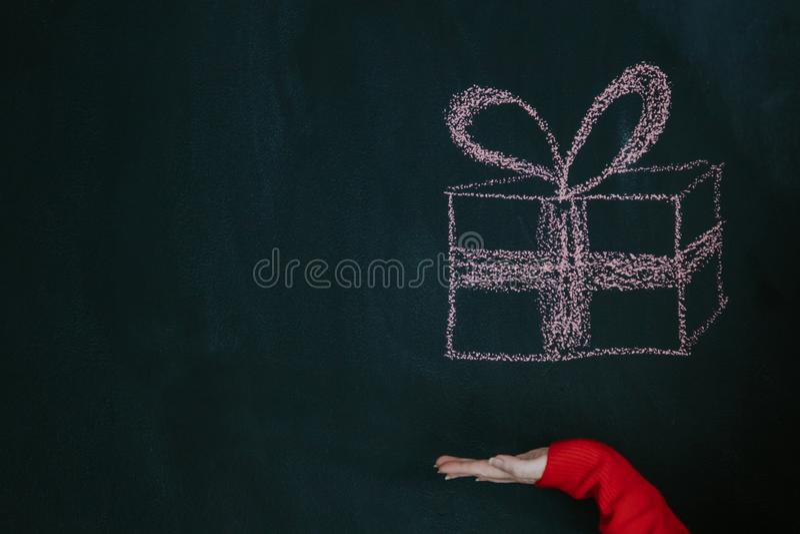 Нарисованная вручную подарочная коробка стоковое фото rf