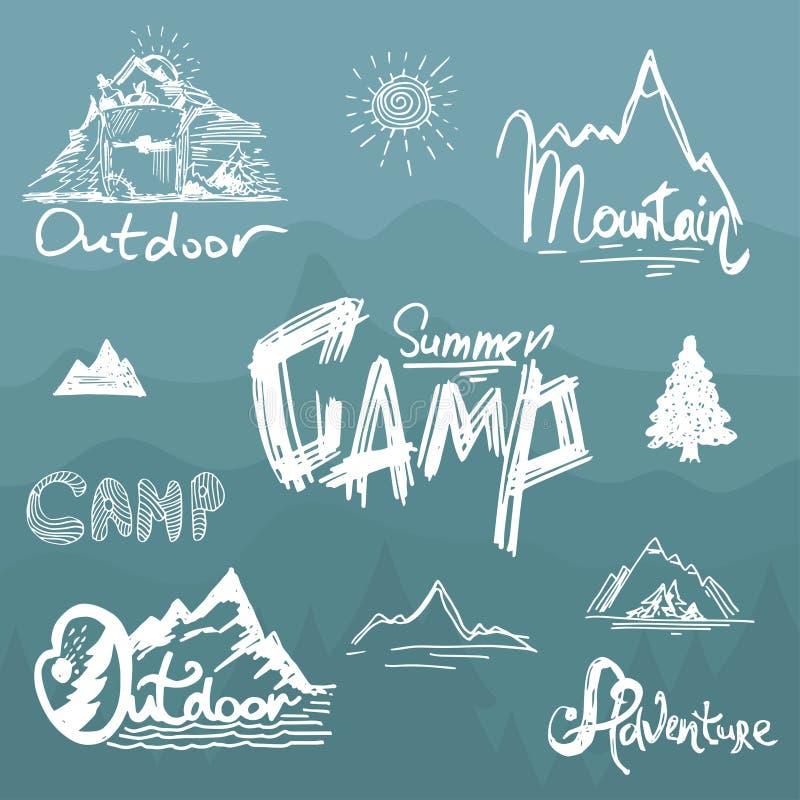 Нарисованные вручную винтажные горы, лес и su ярлыка литерности бесплатная иллюстрация