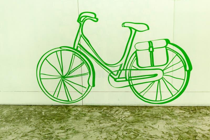 Нарисованный рукой значок велосипеда на зеленой предпосылке стоковая фотография rf