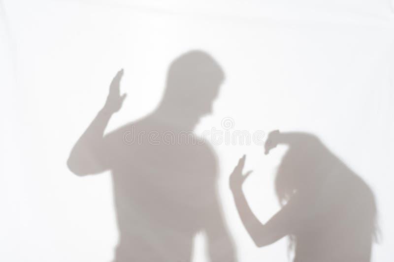 Насилие человека против женщины стоковая фотография