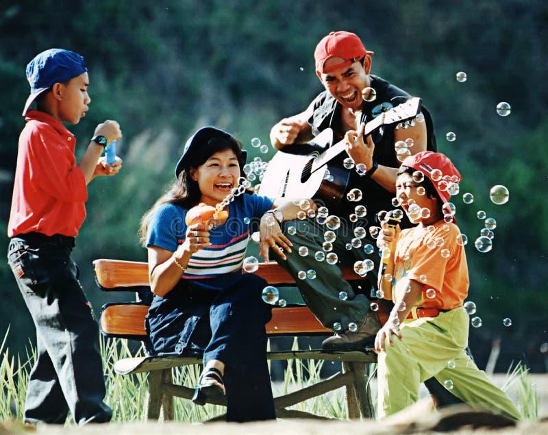 насладитесь семьей стоковое фото