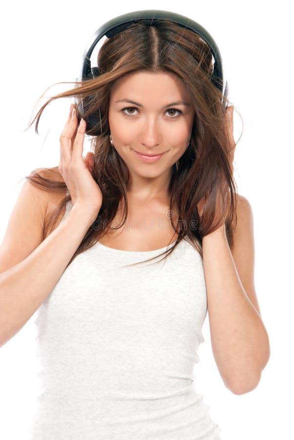 наслаждаться женщиной нот наушников слушая стоковое изображение rf