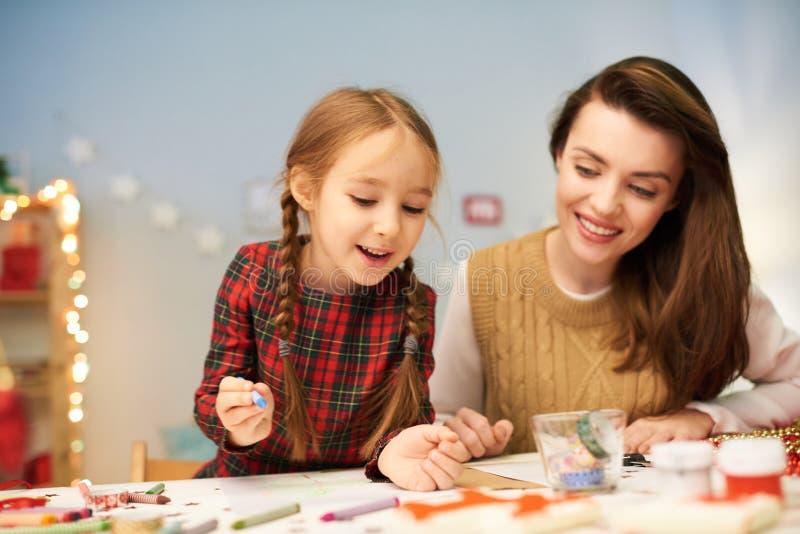 Наслаждаться отростчатый делать украшение рождества стоковое изображение rf