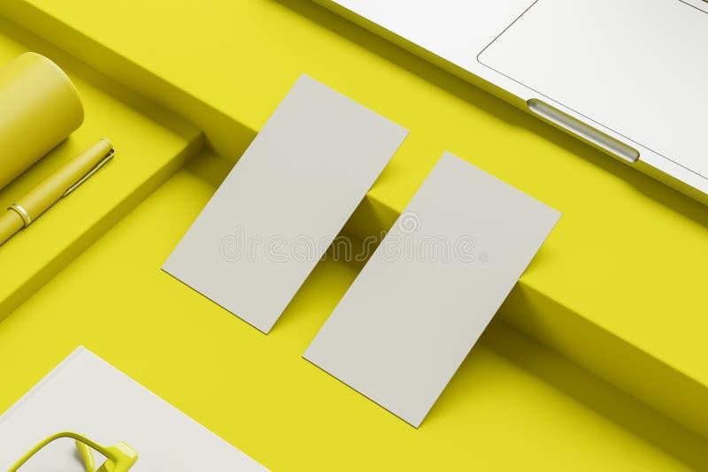 Насмешка вверх по визитным карточкам на желтой таблице компьютера иллюстрация штока