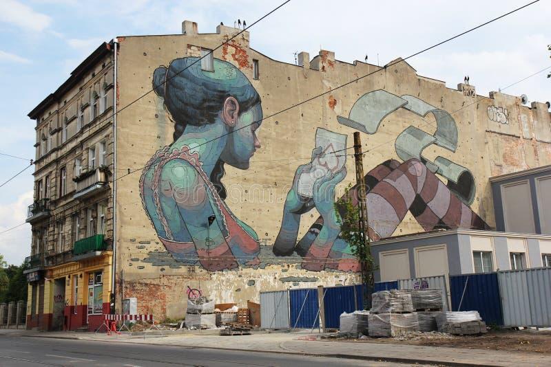 Настенная роспись в Лодзе, Польша искусства улицы стоковое изображение rf