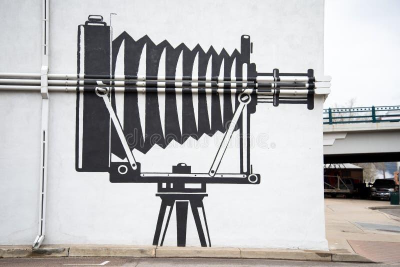 Настенная роспись камеры на здании стоковые фотографии rf