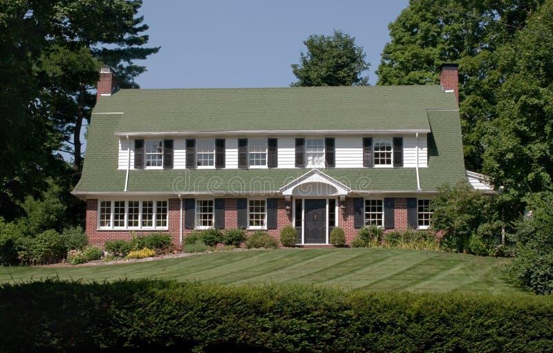 настиленный крышу большой дома gambrel стоковое фото