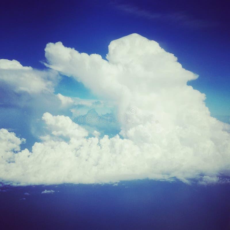 Настолько счастливый на облаке 9 стоковая фотография rf