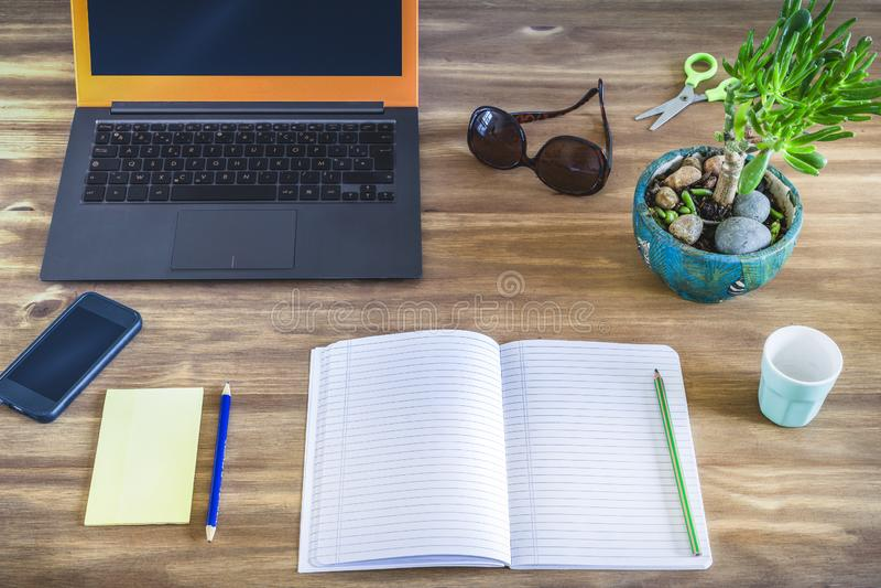 Настольный компьютер работника или студента стоковые изображения