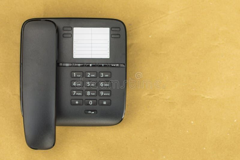 Настольный телефонный аппарат на желтой предпосылке стоковые изображения