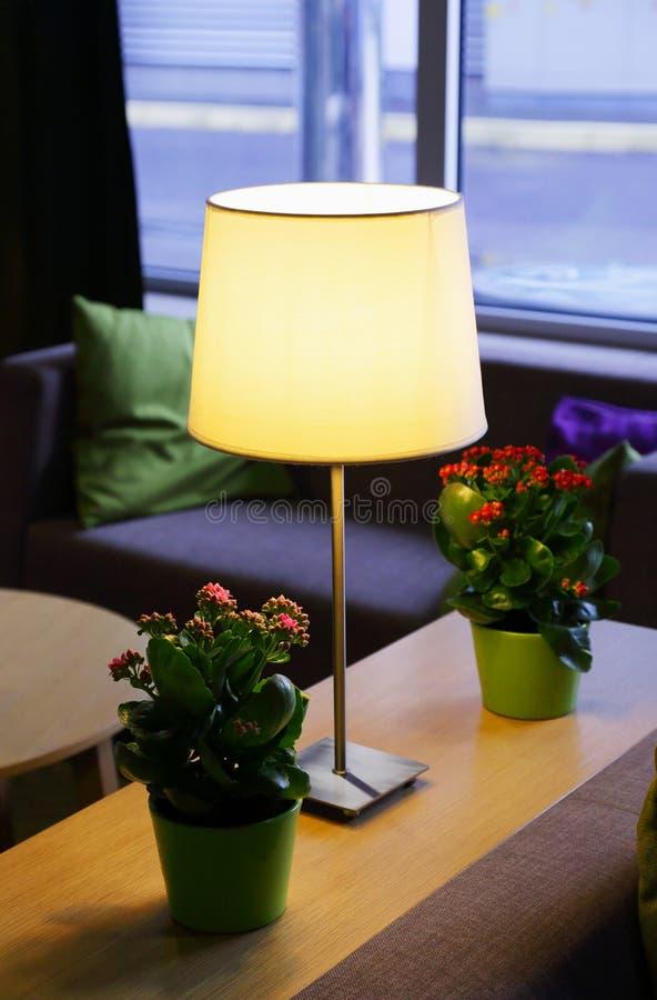 Download Настольная лампа стоковое изображение. изображение насчитывающей свет - 81800407