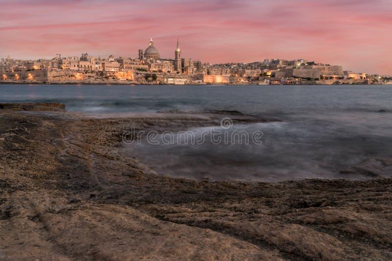 Наступление ночи на Валлетте, Мальте стоковые изображения rf