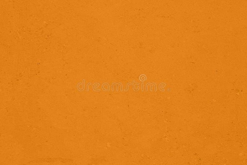 насыщенная желтая покрашенная предпосылка низкого контраста конкретная текстурированная с шершавостью и незакономерностями стоковые фотографии rf