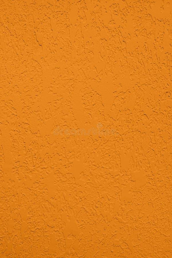 насыщенная желтая покрашенная предпосылка низкого контраста конкретная текстурированная с шершавостью и незакономерностями стоковые изображения rf