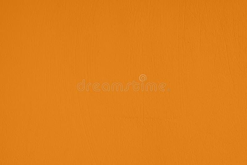 насыщенная желтая покрашенная предпосылка низкого контраста конкретная текстурированная с шершавостью и незакономерностями стоковое фото rf
