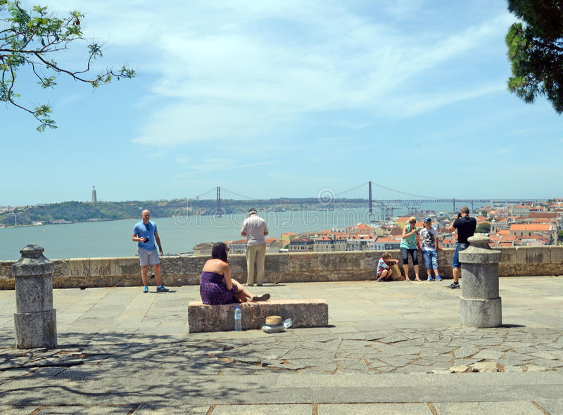 Наслаждаться взглядом от замка St. George, Лиссабон стоковое фото rf