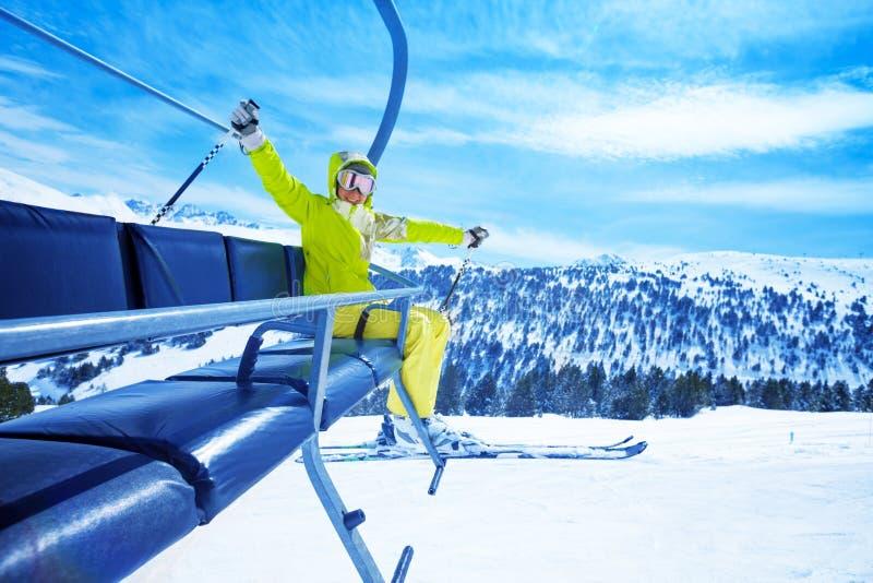 Наслаждаться катанием на лыжах горы стоковое изображение rf
