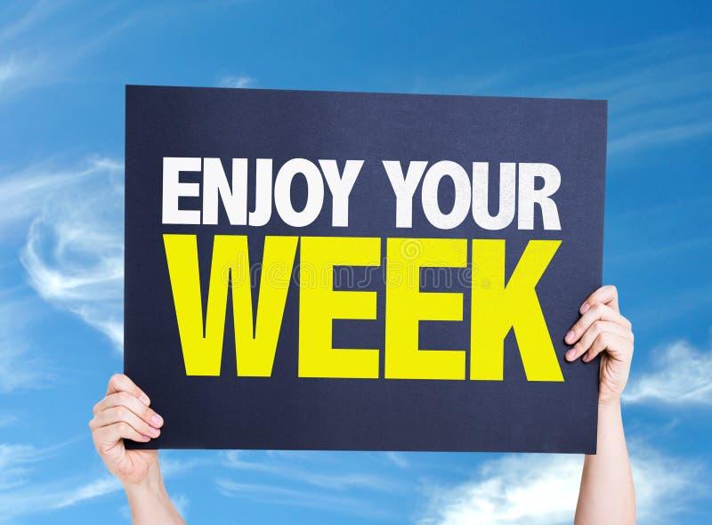 Насладитесь вашей карточкой недели с предпосылкой неба стоковые фотографии rf