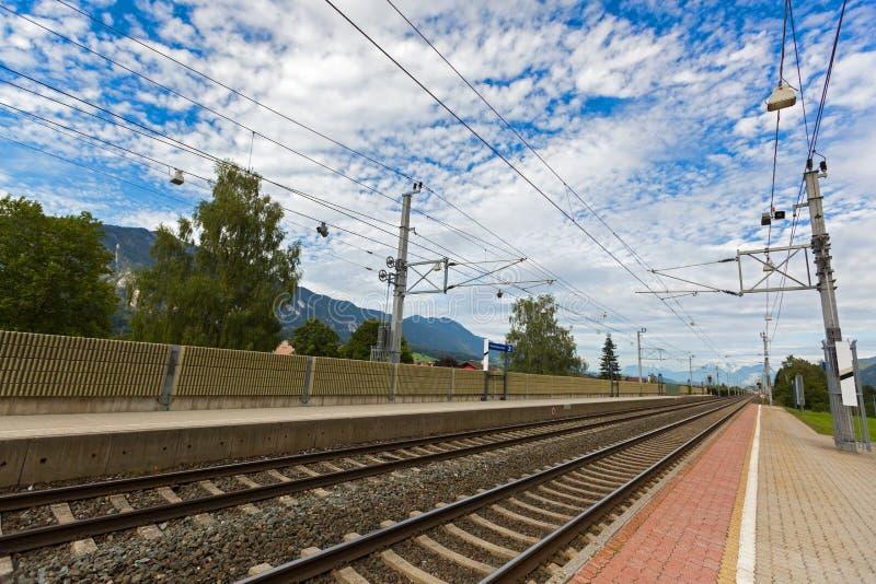 Натренируйте следы на вокзале Rattenberg - Kramsach в Rattenber стоковые фото
