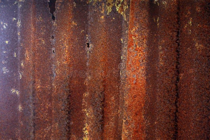 натуральная ржавая поверхность с старой краской и эрозией стоковые изображения