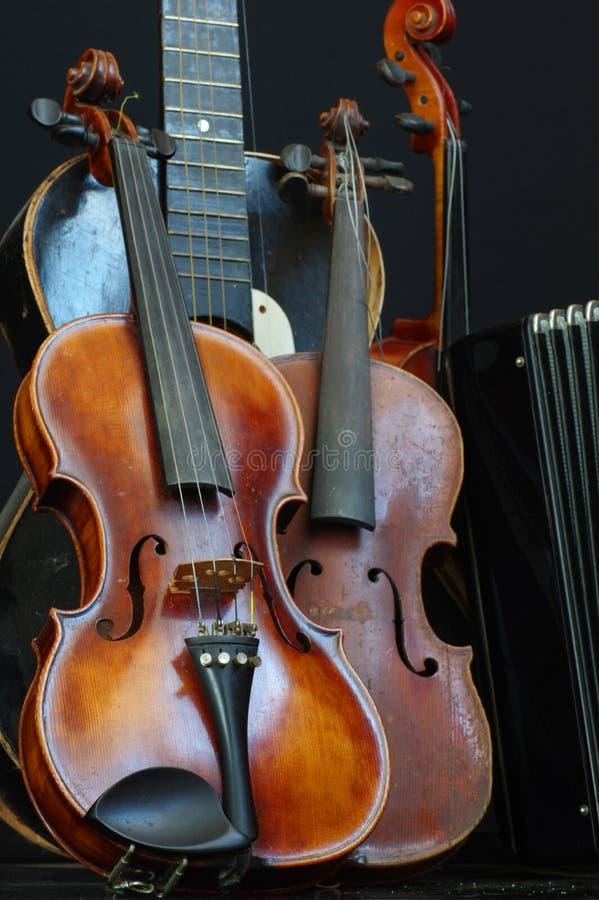 Натюрморт 3 гитары и аккордеона скрипки стоковые фотографии rf