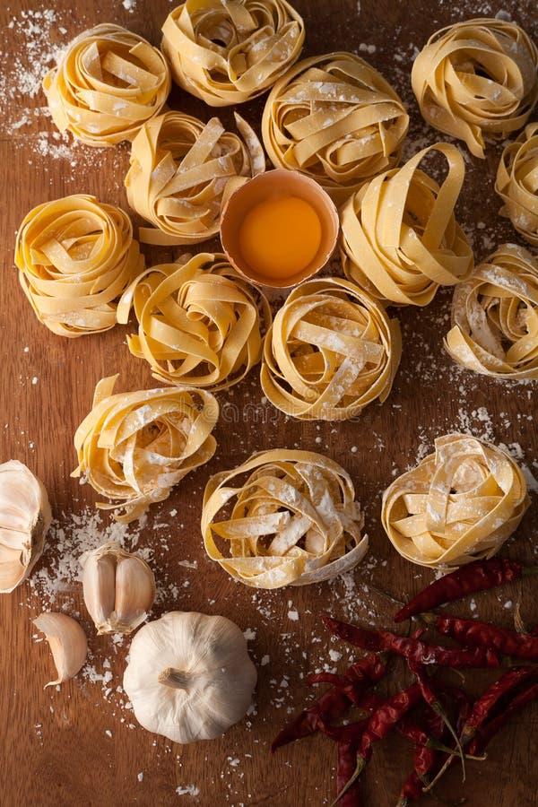 Натюрморт еды макаронных изделий Fettuccine итальянский деревенский стоковое изображение