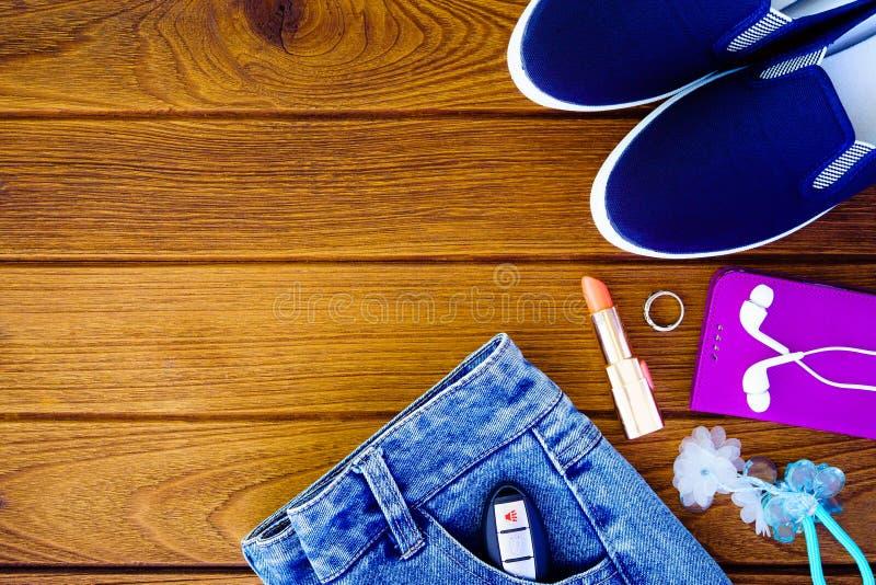 Натюрморт женщины моды Накладные расходы woma моды предметов первой необходимости стоковое изображение
