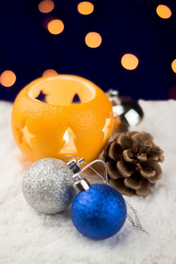 Натюрморт рождества с оранжевыми подсвечниками стоковые изображения