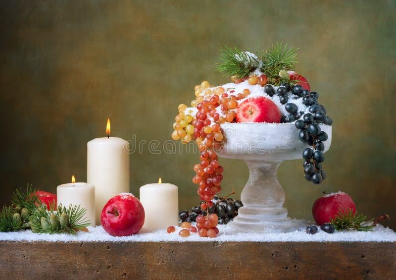 Натюрморт рождества винтажный с яблоками стоковое фото rf