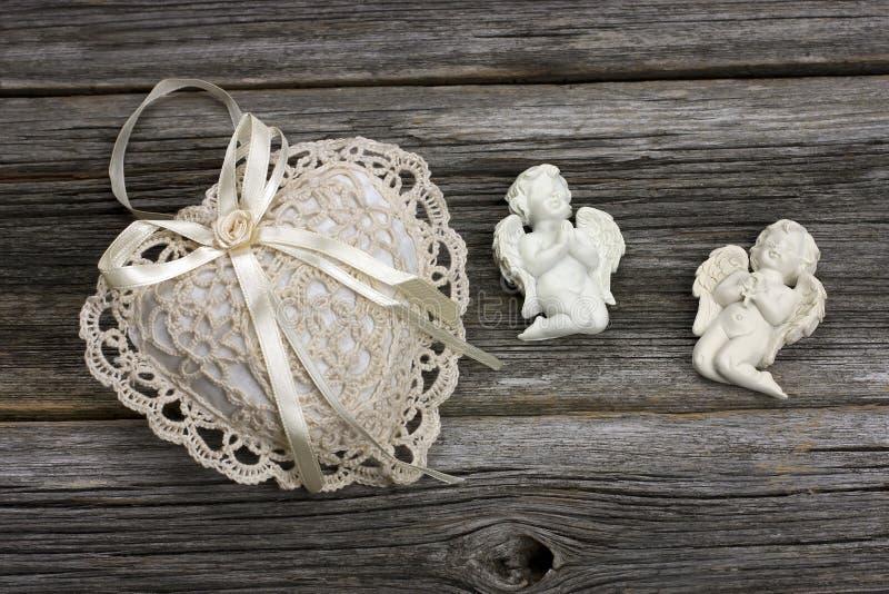 Натюрморт с ангелами стоковая фотография
