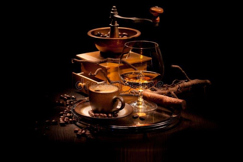 Натюрморт с коньяком и кофе стоковая фотография rf