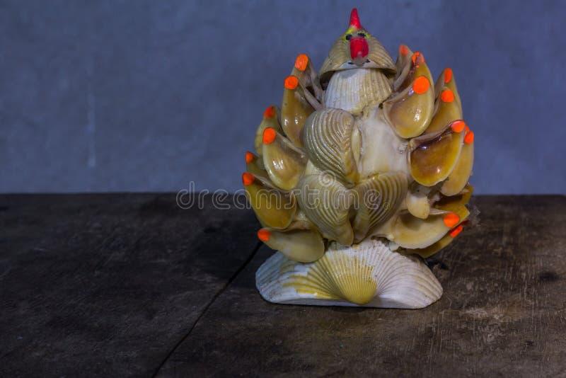 Натюрморт с цыпленком сделал раковину формы стоковые изображения rf