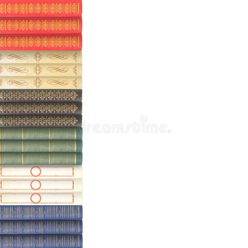 Наука и образование - соберите кучу bac книг colorfull белого стоковое фото