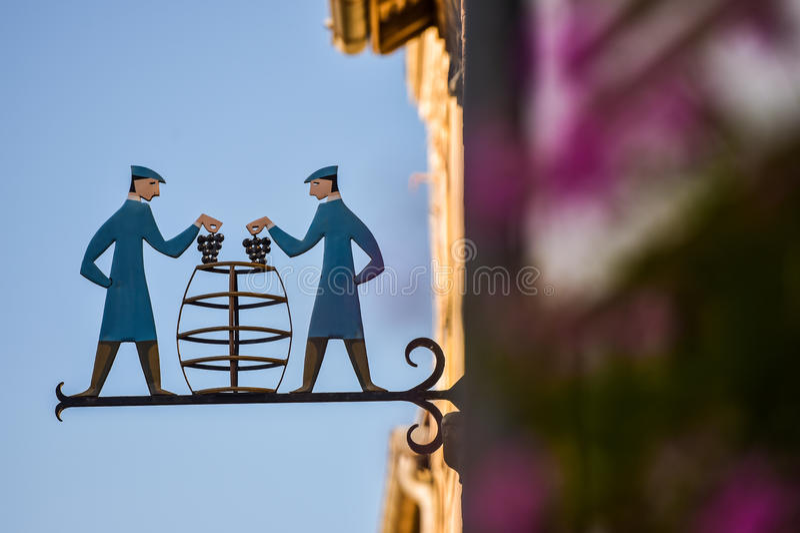 Наученные виноградники Oger Шампани winemaker в отделе Франции Марны стоковое фото rf