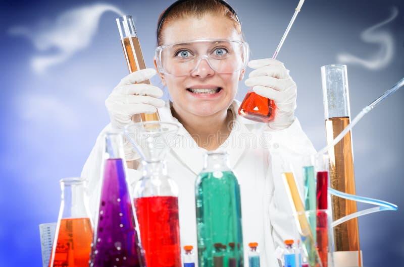Download Научный работник женщины в лаборатории Стоковое Фото - изображение насчитывающей медицинско, bealle: 40577028