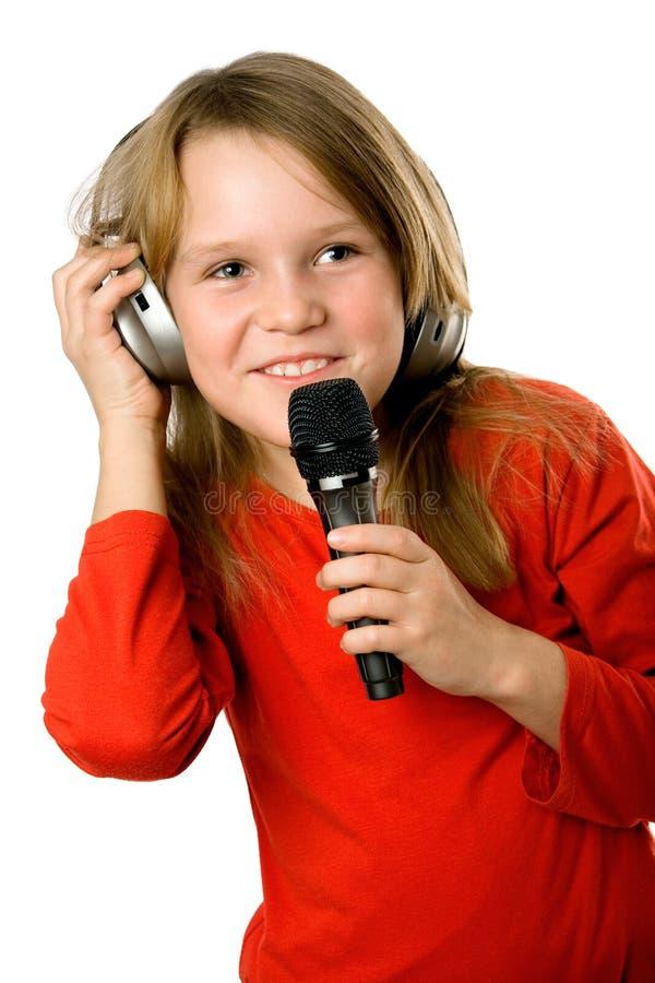 наушники девушки меньший микрофон довольно стоковая фотография rf