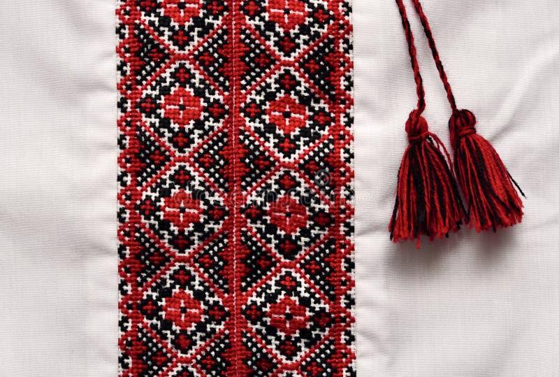 Национальная украинская традиционная богато украшенный рубашка ремесленничества с orna стоковые фото
