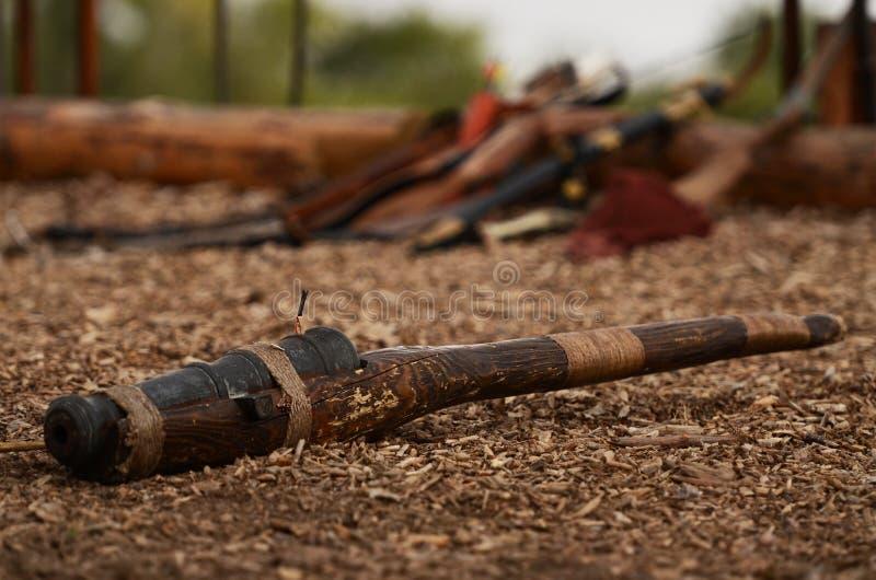 Национальные украинские оружия лежа на том основании стоковое фото