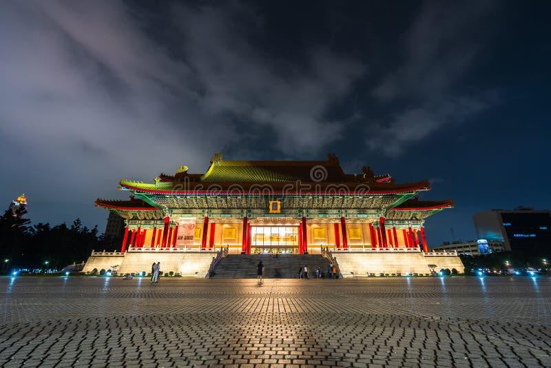Национальный концертный зал Chiang Kai-Shek мемориального Hall вечером в Тайбэе, Тайване известный ориентир с популярным перемеще стоковая фотография rf