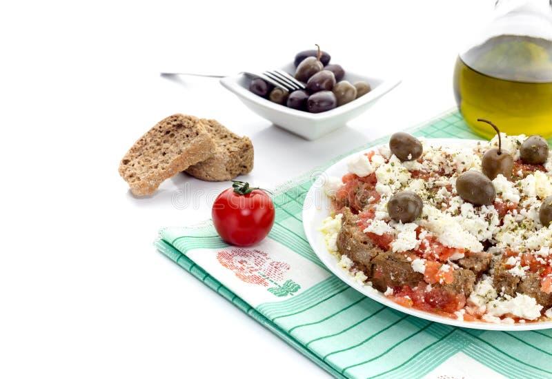 Национальный критянин, греческие dakos закуски стоковая фотография