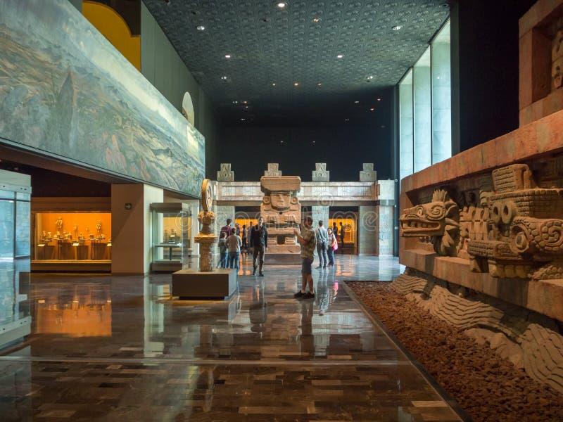 Национальный музей антропологии, старых ацтекских майяских артефактов стоковое изображение