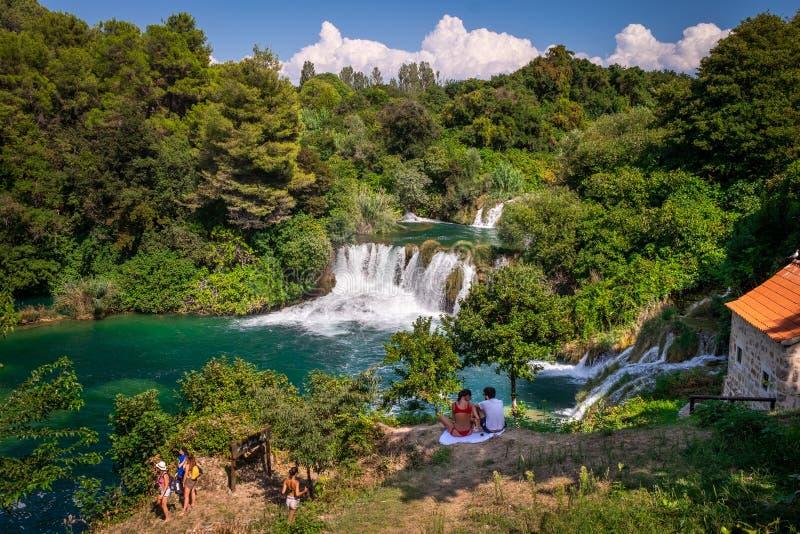 Национальный парк Krka, зеленые водопады акварели в Далмации, Хорватии около Sibenik стоковое фото rf