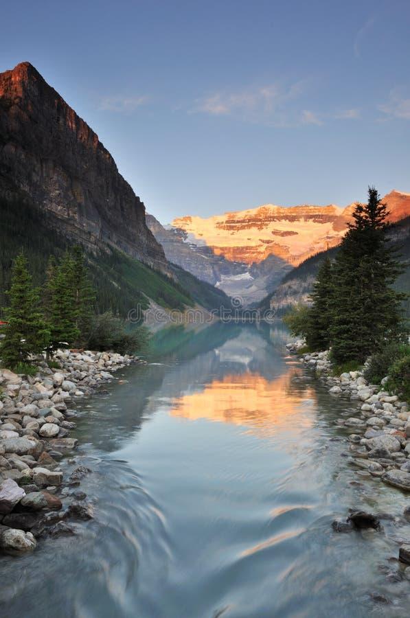 национальный парк louise озера banff стоковые изображения rf