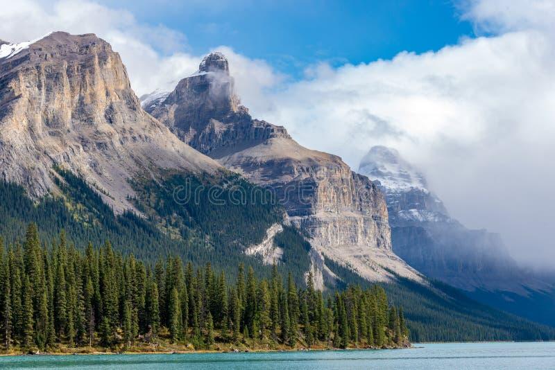 национальный парк maligne озера яшмы Канады стоковые изображения rf