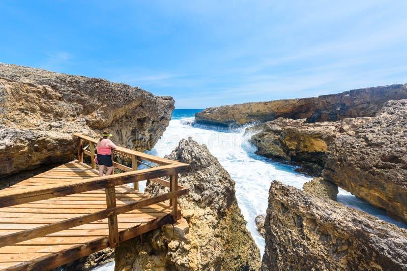Национальный парк Shete Boka - изумляя пейзаж ландшафта вокруг небольшого карибского острова Curacao в островах ABC - разбивать стоковые изображения