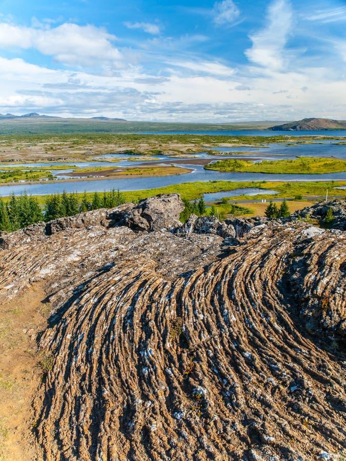 Национальный парк Thingvellir с красивыми озерами и тектоническими горными породами, Исландией стоковые изображения rf