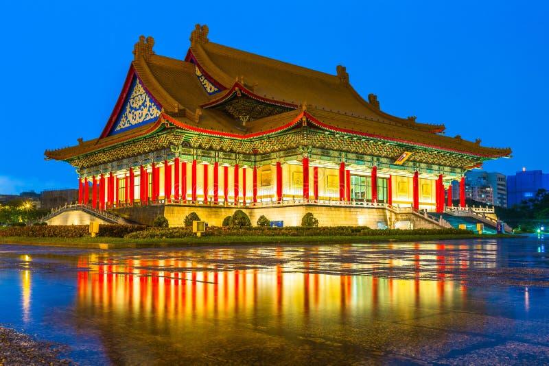 Национальный театр и концертный зал на сумерк, Тайбэй, Тайвань стоковые изображения
