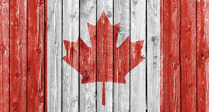 Национальный флаг Канады на старой белой деревянной предпосылке стоковое фото rf