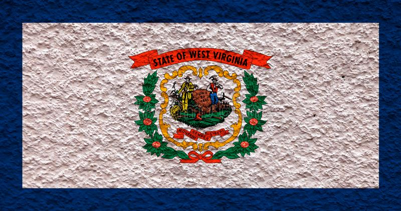 Национальный флаг штата США Западной Вирджинии внутри против серой стены с каменистой поверхностью в день независимости в голубом иллюстрация штока